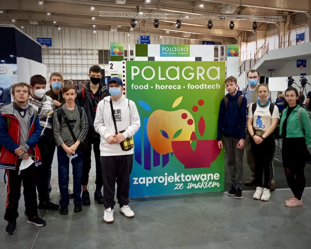 Na zdjęciu klasy I A i III BSP na targach Polagra w Poznaniu.